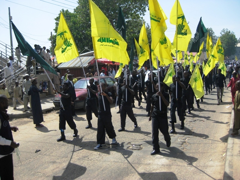 IMN members march with Hezbollah flags during 2015 Quds Day rally (Source: Islamic Invitation Turkey)